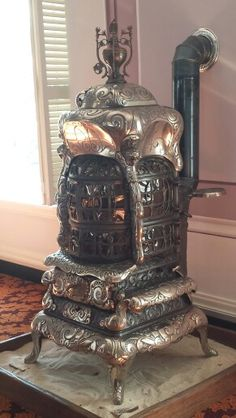 Beautiful ornate baseburner stove inside of the Alabama State Capitol Building. Stove Heater, Pellet Stove, Stove Oven, Antique Wood Stove, How To Antique Wood, Vintage Wood, Coal Burning Stove, Coal Stove, Wood Stove Cooking