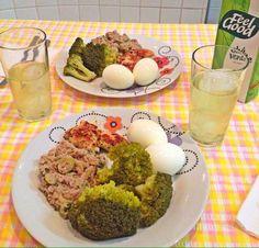 Brócolis, atum, ovos, frango e chá verde