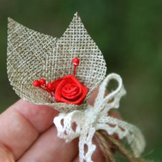Vonička jutová s růžičkou a paličkovanou krajkou