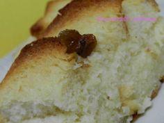Budincă de pâine - Am renuntat la stafide si am adaugat in amestec 1 lingurita scortisoara, 1/2 lingurita nocsoara si coaja de portocala. Abia astept s-o scot din cuptor.