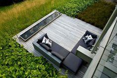mini-terrasse en bois aved coin-salon et pièce d'eau