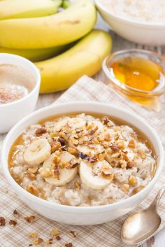 oatmeal with banana, honey and nuts