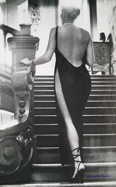 Couture Allure Vintage Fashion: Chloe Dress by Karl Lagerfeld. Photo by Helmut Newton, 1975