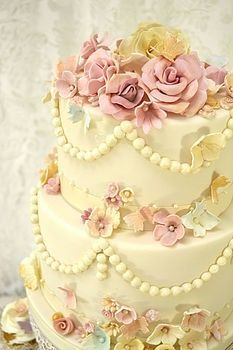 Now THIS is a wedding cake! Vintage bead and flowers cake. This company makes beautiful tiered cakes and cupcakes. Beautiful Wedding Cakes, Gorgeous Cakes, Pretty Cakes, Amazing Cakes, It's Amazing, Fancy Cakes, Mini Cakes, Cupcake Cakes, Birthday Cake Decorating