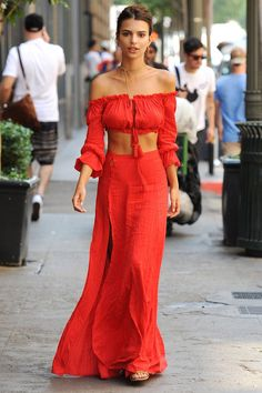 Jennifer Garner Found the Perfect Fall Jacket Who: Emily Ratajkowski What: A Bold Red Look Why: The model/actress makes waves Jennifer Garner, Boho Outfits, Summer Outfits, Casual Outfits, Summer Dresses, Emily Ratajkowski, Look Fashion, Womens Fashion, Fashion Tips