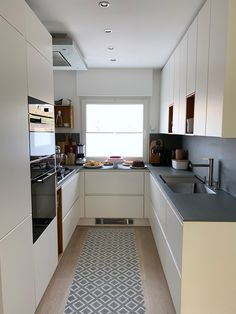 Küche # small kitchen # kitchen # cakes # decor ideas # handleless kitchen When trying to choose the Small Modern Kitchens, Modern Kitchen Interiors, Small Space Kitchen, Kitchen Room Design, Modern Kitchen Design, Kitchen Layout, Home Decor Kitchen, Interior Design Kitchen, Kitchen Designs