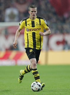 Sven Bender of Borussia Dortmund runs with the ball during the DFB Cup semi final match between FC Bayern Muenchen and Borussia Dortmund at Allianz Arena on April 26, 2017 in Munich, Germany.