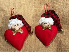 Angioletto di natale cuore con sonaglio | Etsy Christmas Decorations, Christmas Tree, Christmas Ornaments, Holiday Decor, Golden Bow, Fabric Hearts, Decoration Originale, Cotton Pads, Heart Shapes