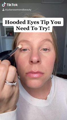 Makeup For Small Eyes, Makeup For Older Women, Makeup For Mature Skin, Makeup For Hooded Eyelids, Eyeshadow On Hooded Eyes, Hooded Eye Makeup Tutorial, Natural Eye Makeup, Natural Eyes, Contour Makeup