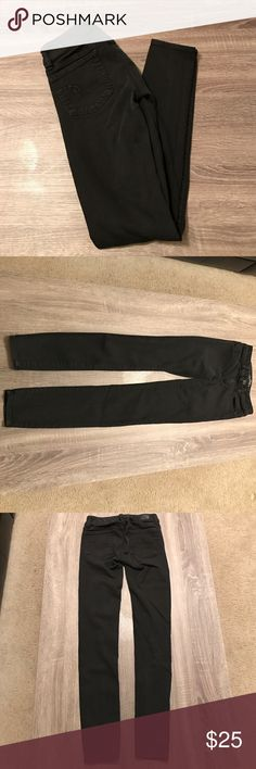 American Eagle black leggings size 00 *like new* These black leggings have barely been worn! No fading. So comfortable and stretchy! Size 00 regular. 65% cotton, 23% viscose, 11% polyester, 1% flasthanne American Eagle Outfitters Jeans Skinny