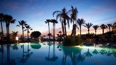 Auringonlasku uima-altaan reunalla. Lanzaroten Playa Blanca jättää lähtemättömän jäljen lomamuistoihin. #Kanariansaaret #CanaryIslands