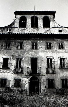 Villa Sbertoli, abandoned (see posted picture on this board of it in its prime)