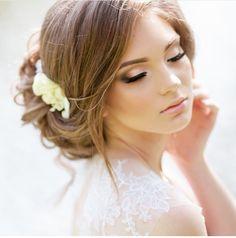 Bridal Makeup Inspiration : Wedding Makeup - Wedding Makeup For Fair Skin Bridal Makeup For Fair Skin, Fair Skin Makeup, Wedding Hair And Makeup, Pin Up Makeup, Hair Makeup, Engel Make-up, Weeding Makeup, Celebrity Wedding Makeup, Make Up Braut
