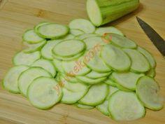 Yunan Usulü Kabak Kızartması Cucumber, Zucchini, Pasta, Salad, Vegetables, Food, Essen, Salads, Vegetable Recipes