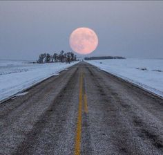 Highway to the moon Photo by Aaron J. Groen - Not a magick quote but I thought it was beautiful! Beautiful Moon, Beautiful World, Beautiful Places, Moon Pictures, Pretty Pictures, Moon Pics, Full Moon Photos, Amazing Photos, Funny Pictures