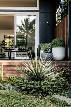 Looking For Easy Landscaping Tips? Home And Garden, Landscaping Inspiration, Cool Landscapes, Easy Landscaping, Backyard Design, Outdoor Design