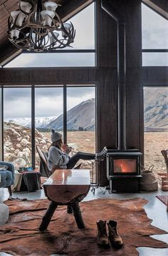 Rate this cozy cabin from Would you love to escape for the weekend here? … Rate this cozy cabin from 😍 Would you love to escape for the weekend here? 👀 TAG a friend who will love this! Future House, My House, World Of Wanderlust, Haus Am See, Cozy Cabin, Cabin Homes, Tiny Homes, Cabins In The Woods, Cabin On The Lake