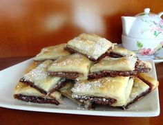 Nutella in puff pastry Yummy Treats, Delicious Desserts, Sweet Treats, Dessert Recipes, Yummy Food, Mini Desserts, Love Food, Sweet Recipes, Sweet Tooth