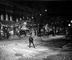 its a wonderful life - george running through the streets of bedford falls- Bing Images Famous Movie Scenes, Famous Movies, Old Movies, Wonderful Life Movie, Wonderful Time, Christmas Past, Christmas Movies, White Christmas, Christmas Specials