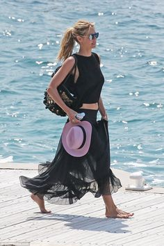 Heidi Klum was spotted leaving Hôtel du Cap-Eden-Roc in a stylish black outfit - May 17, 2016 #Cannes2016