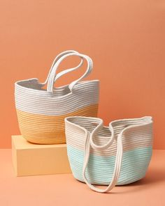 With a sewing machine and some rope you can make Gemma Patford's rope tote. It's the perfect size for housing your packed lunch, phone, keys and purse. Sew up your own DIY rope tote bag that you can use as a sturdy beach tote or reusable grocery bag - all Rope Basket, Basket Bag, Basket Weaving, Sewing Hacks, Sewing Crafts, Fabric Bowls, How To Make Rope, Rope Crafts, Diy Crafts