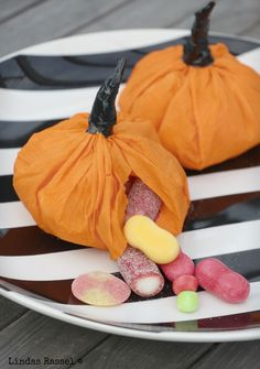 Science and technology play a substantial role in the food industry. Halloween Inspo, Halloween Dinner, Halloween Skull, Halloween 2019, Cute Halloween, Dulces Halloween, Adornos Halloween, Halloween Desserts, Halloween Treats