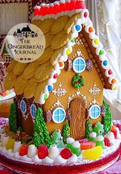 Best Fun Christmas Gingerbread Houses - This Tiny Blue House Gingerbread House Designs, Gingerbread House Parties, Christmas Gingerbread House, Christmas Past, Gingerbread Man, Christmas Treats, Christmas Baking, Gingerbread Cookies, Christmas Cookies
