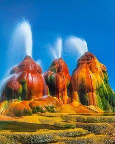 Fly Geyser in Nevada : woahdude