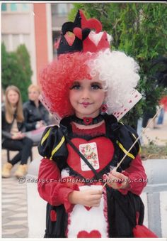 Original Queen of Hearts DIY Costume for a Girl . Disney Costumes, Girl Costumes, Costume Ideas, Alice In Wonderland Costume, Heart Diy, Homemade Costumes, Queen Of Hearts, Harajuku, Halloween