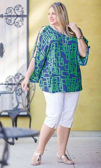 The Top ppl, the top is what.Andie Open Sleeve Blouse/ MiB Plus Size Fashion for Women The soft crinkle rayon Andie Open Sleeve Blouse has a bold contemporary pattern and flirty open sleeves that'll make you the life of the party. Pair it with crops or a Curvy Fashion, Modest Fashion, Plus Fashion, Womens Fashion, Moda Plus Size, Plus Size Tops, Plus Size Blouses, Plus Size Fashion For Women, Plus Size Women