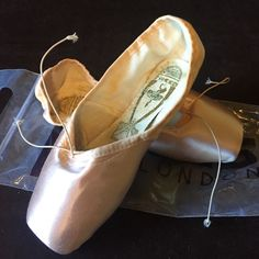 New Freed of London ballet pointe shoes 6XX 8.5 us For sale is a brand-new pair of freed of London pointe shoes. These are considered the best professional ballet toe shoes on the market. Insoles are classic pro hard, stiff shank. The maker of this pair is Clover. The sizes 6XX which is an 8 1/2 womens med/wide .it has a slight V deep vamp  and elastic ribbon. Marked 2.5 insole. Freed pink. Unworn in original bag. Custom ordered for professional dancer at $110 per pair. Platform is 90…