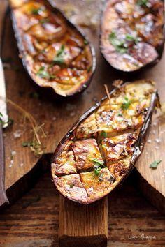 Detaliu jumatate de vanata picanta coapta Romanian Food, Romanian Recipes, Brownie Cookies, Eggplant, Zucchini, Foodies, Good Food, Food And Drink, Dinner
