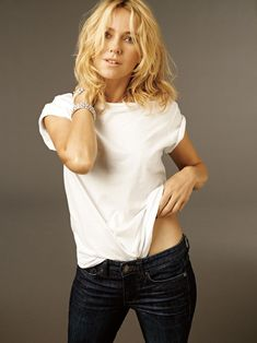 naomi watts in calvin klein classic white t and jeans, photographed by carter smith British Actresses, Hot Actresses, Naomi Watts Hair, Naomi Wats, Divas, Instyle Magazine, Elle Magazine, Actrices Hollywood, Nicole Kidman