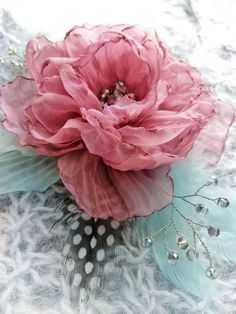 Fabric Flower Brooch, Organza Flowers, Cloth Flowers, Felt Flowers, Diy Flowers, Flowers In Hair, Paper Flowers, Peony Flower, Fabric Flower Pins