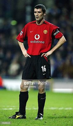 Roy Keane of Man Utd during the Blackburn Rovers v Manchester United FA Barclaycard Premiership match at Ewood Park on December 22 2002 in Blackburn. David Beckham Manchester United, Manchester United Legends, Manchester United Players, Roy Keane, Blackburn Rovers, Soccer Guys, Best Football Team, Esquire, December 22