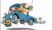 مهرشاد مرتضوى در ضمیمه طنز روزنامه قانون نوشت: ایرانیها از لحاظ رانندگی به دو دسته تقسیم میشن: دسته اول اونایی هستن که بد رانندگی میکنن و دسته دوم افرادی که رانندگی نمیکنن. در واقع آخرین کسی که تمام قوانین رانندگی رو کامل رعایت میکرد در یک حادثه دلخراش رانندگی عم