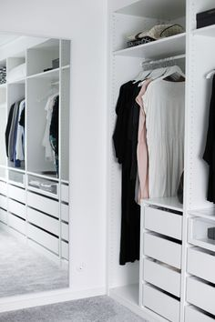 Awesome Small Walk-In Closet Design Ideas and Inspiration for Modern Home Decor Wardrobe Closet, Master Closet, Closet Bedroom, Closet Space, Home Bedroom, Small Walk In Wardrobe, Open Wardrobe, Bedrooms, Walk In Closet Design