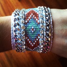Beaded looming handmade bracelet, with rhinestones, metal chain and lace details ... #diy