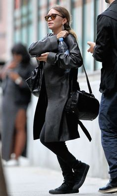 Olsens Anonymous Blog Stye Fashion Ashley Olsen Twins Edgy Leather All Black The Row Jacket Croc Bag Skinny Jeans Converse Sneakers