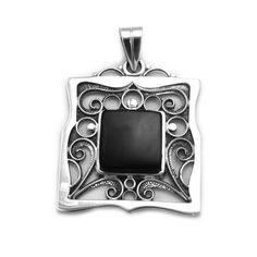 Singular pendant in sterling silver and jet, handmade in Galicia with traditional methods. Artcraft of The Way of St. Made in spain Tax Free, Jewelry Crafts, Jet, Spain, Arts And Crafts, Traditional, Sterling Silver, Pendant, Handmade