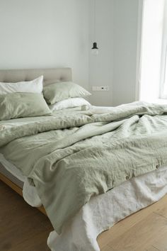 Sage Green Bedroom, Green Bedding, Green Rooms, Room Ideas Bedroom, Bedroom Inspo, Linen Bedroom, Green Bed Sheets, Green Bed Linen, Bed Linen Sets