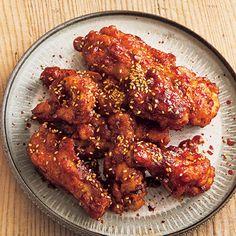レタスクラブの簡単料理レシピ たれを揚げたての手羽にからめ、とろりとした仕上がりに「ヤンニョムチキン」のレシピです。