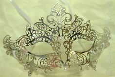 Elegant Silver Classic Venetian Style Crown Metal Laser Cut Masquerade Mask w/ High Quality Rhinestones
