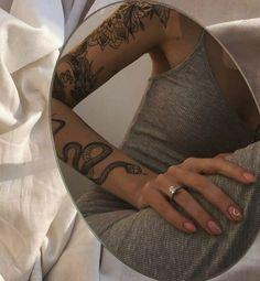 """tatuagens fodasticamente foda on Twitter: """"… """" Rebellen Tattoo, Tattoo Oma, Tigh Tattoo, Smal Tattoo, Piercing Tattoo, Dainty Tattoos, Dope Tattoos, Pretty Tattoos, Mini Tattoos"""