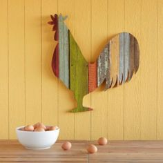 Wood crafts are perfect home accents to make for room decorating or selling online. Handmade rooster decorations are fun to design and decorate. Colorful woodworking projects, Christmas tree decorations, and table accents require a few skills, creativity, Arte Pallet, Pallet Art, Woodworking Projects Diy, Craft Projects, Kids Woodworking, Woodworking Furniture Plans, Popular Woodworking, Woodworking Workbench, Woodworking Supplies