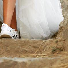 T U L L & R U N N I N G  S H O E S!!! COMING SOON... M A D R I D @loveandwinterferia Atelier Online for different women #altacosturanovias #madrid #hechoamano #atelier #atelieronline #novias2016 #differentwomen #noviasdiferentes #noviasunicas #noviasmillenials #millenials #wedding #weddingdress #weddingday #especialday #love #vintage #boheme #comingsoon #tull #noviasconzapatillas #noviasdeportistas #running #iloverunning #weddingrunning