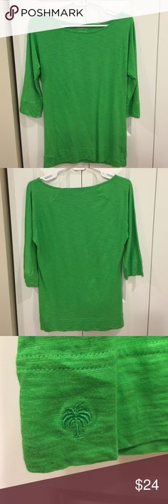 Lilly Pulitzer Slub Top EUC Lilly Pulitzer Top. It is Lilly's super comfy slub material. These tops are great for throwing on. It features a boat neck and 3/4 sleeves. Lilly Pulitzer Tops