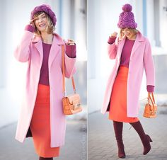 pink coat, proenza schouler coral pencil skirt and knit beanie in street… Outfits With Hats, Retro Outfits, Chic Outfits, Spring Outfits, Burgundy Outfit, Girl Fashion, Fashion Looks, Scandinavian Fashion, Red Skirts