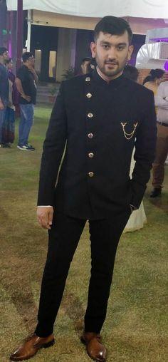Wedding suits men groom attire boys Ideas for 2019 Indian Groom Dress, Wedding Dresses Men Indian, Wedding Dress Men, Wedding Suits, Mens Indian Wear, Indian Men Fashion, Mens Fashion Suits, Mens Suits, Blazer Outfits Men