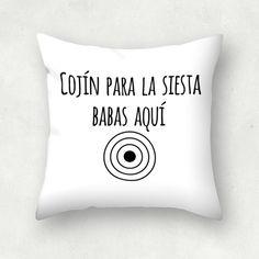 """""""Cojín para la siesta"""" Cojín cuadrado por Patricia Ávalo"""